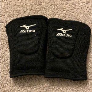 Girls Mizuno Volleyball Knee Pads